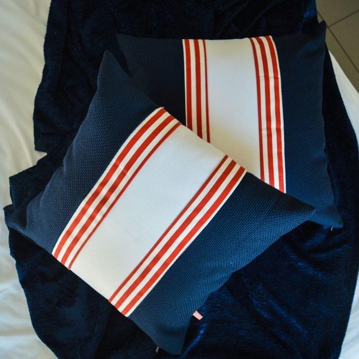 Navy τετράγωνο μαξιλαράκι